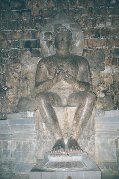 Mendut Maitreya - Badhrasana
